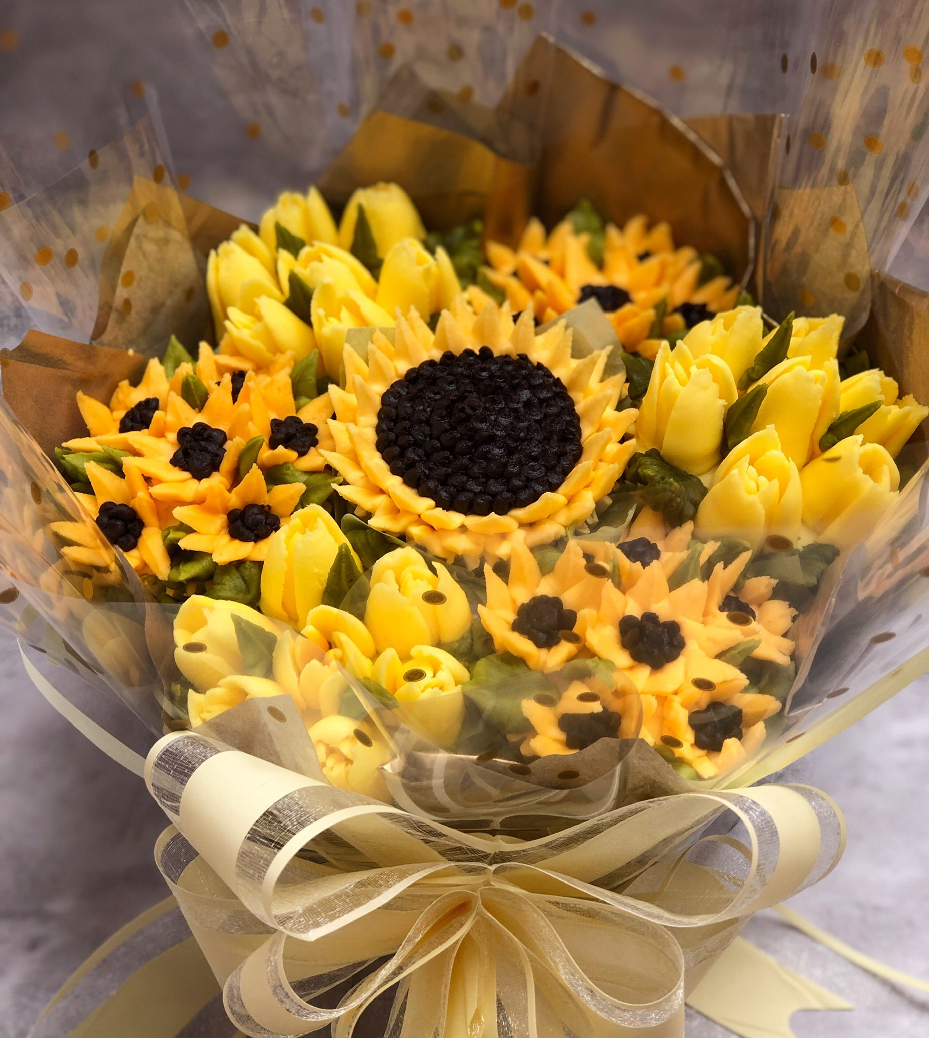 Sunshine Bouquet Taylor Made Cakes Of Tenterden Classic Bouquet