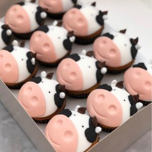 cow fondant cupcakes, cow cupcakes, taylor made cakes